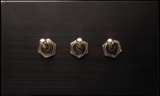 古典系列金屬黑/三開關蓋板組 1